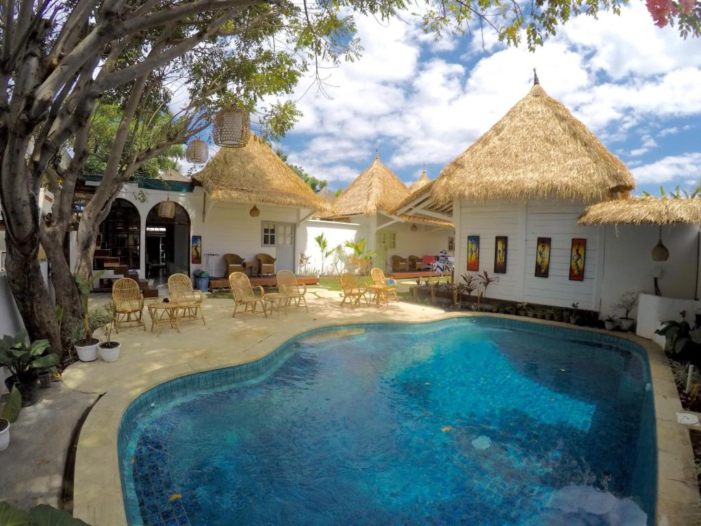 The swimming pool at or close to Gili Breeze Tropical Bungalows