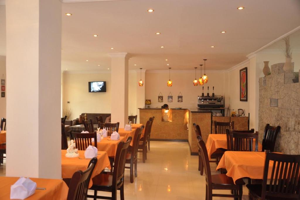 Brooklyn Hotel Addis Ababaにあるレストランまたは飲食店