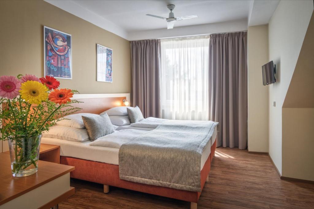 Ліжко або ліжка в номері Hotel Aida