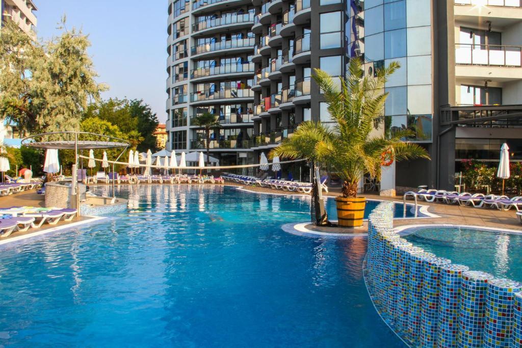 Het zwembad bij of vlak bij Smartline Meridian Hotel - All Inclusive