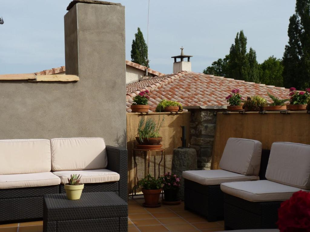 Cozy Cottage in Castigaleu with Garden 32