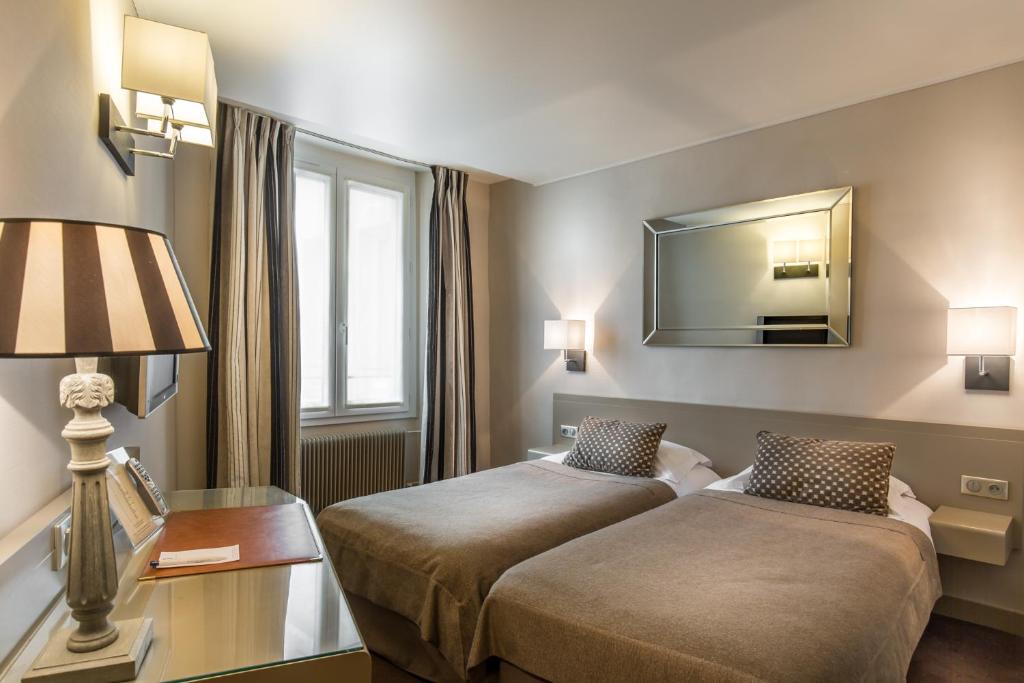 Cama o camas de una habitación en Hôtel la Residence Du Berry
