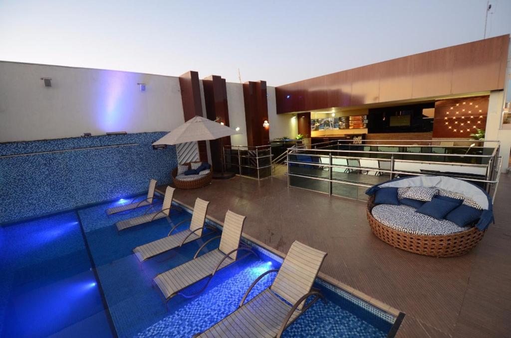 The swimming pool at or near Oscar Hotel Executive