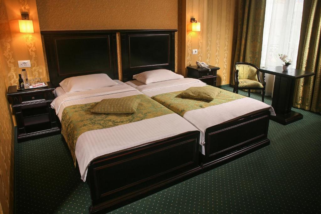 A bed or beds in a room at Hotel Novera