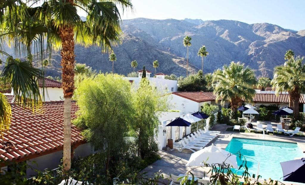 A view of the pool at Alcazar Palm Springs or nearby