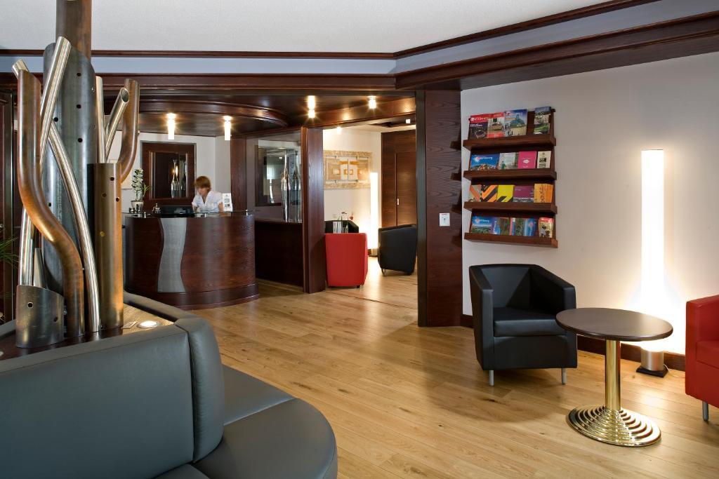 Hall ou réception de l'établissement Cottage Logis Hôtel - Restaurant