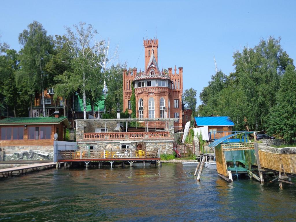 Apartments Castle on Uvildy Lake