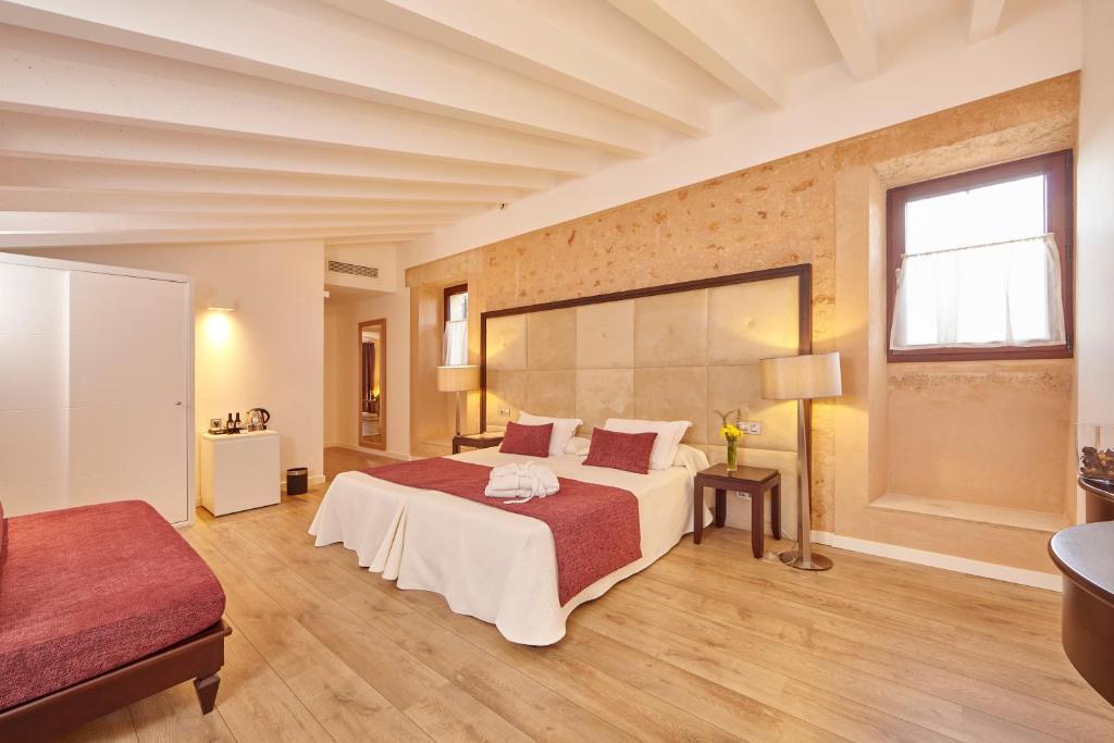 Cama o camas de una habitación en Bennoc Petit Hotel