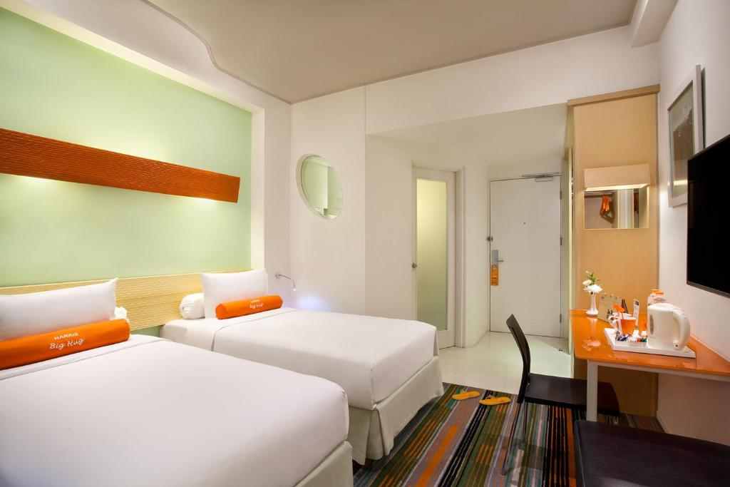 A bed or beds in a room at HARRIS Hotel & Convention Festival Citylink Bandung