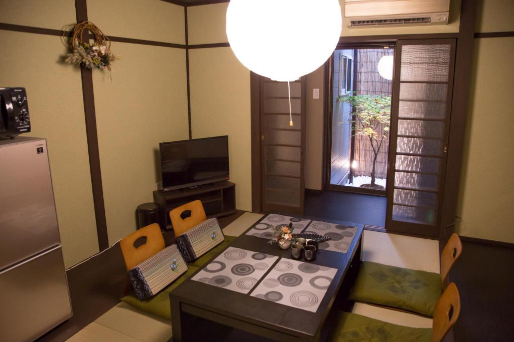 京華宿 二条城別邸にあるテレビまたはエンターテインメントセンター