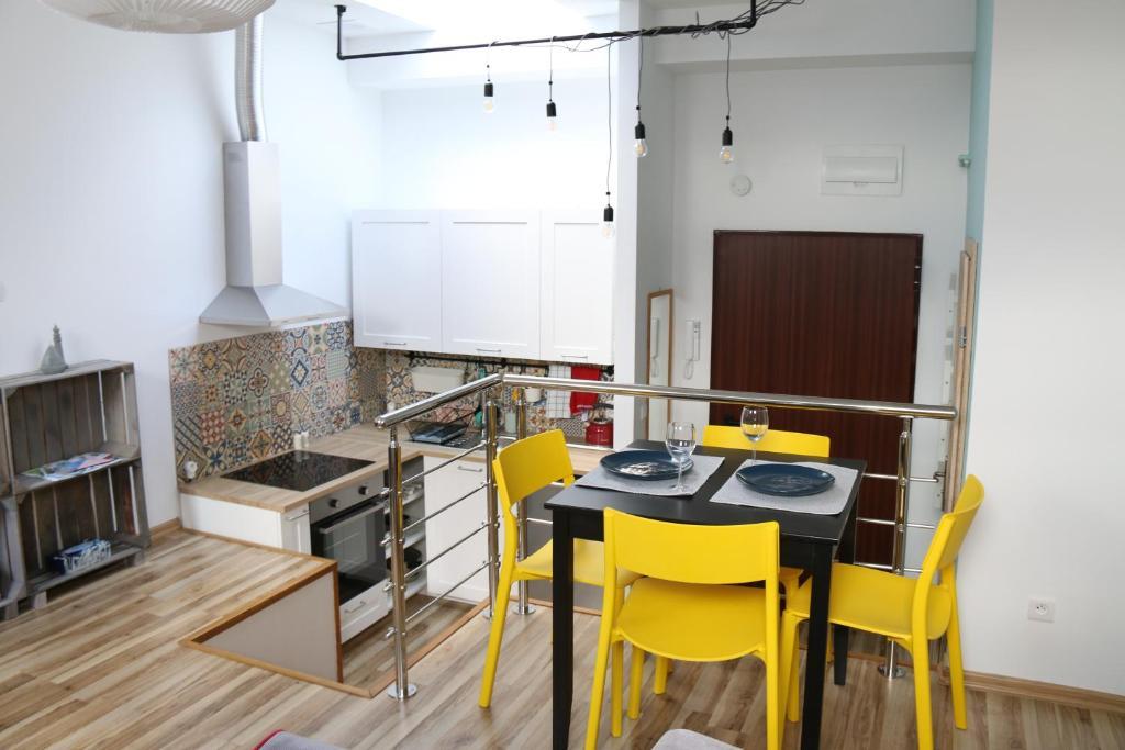 Kuchnia lub aneks kuchenny w obiekcie Attic Studio City Center