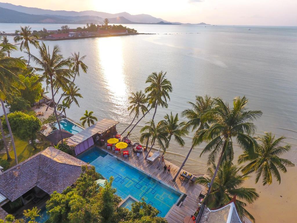 Вид на бассейн в Tango Luxe Beach Villa Samui или окрестностях