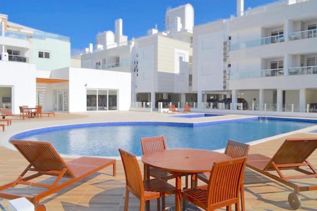 A piscina localizada em Apartamento Gales Ingleses ou nos arredores