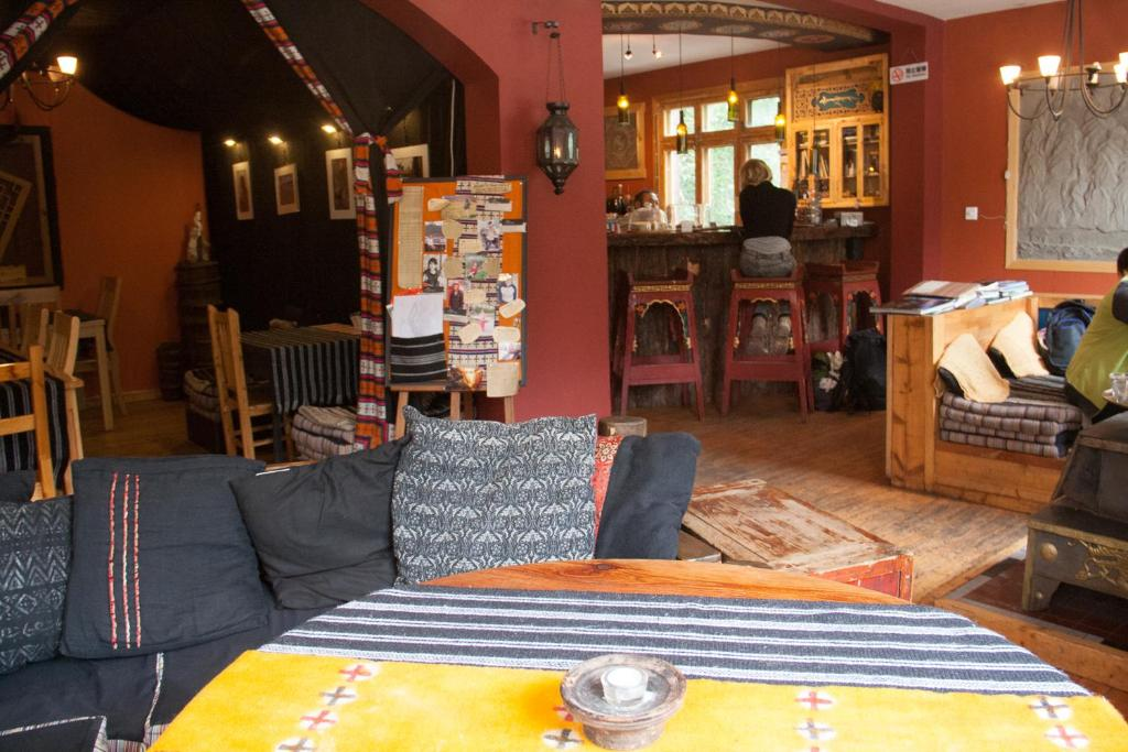 A restaurant or other place to eat at Zhilam Hostel