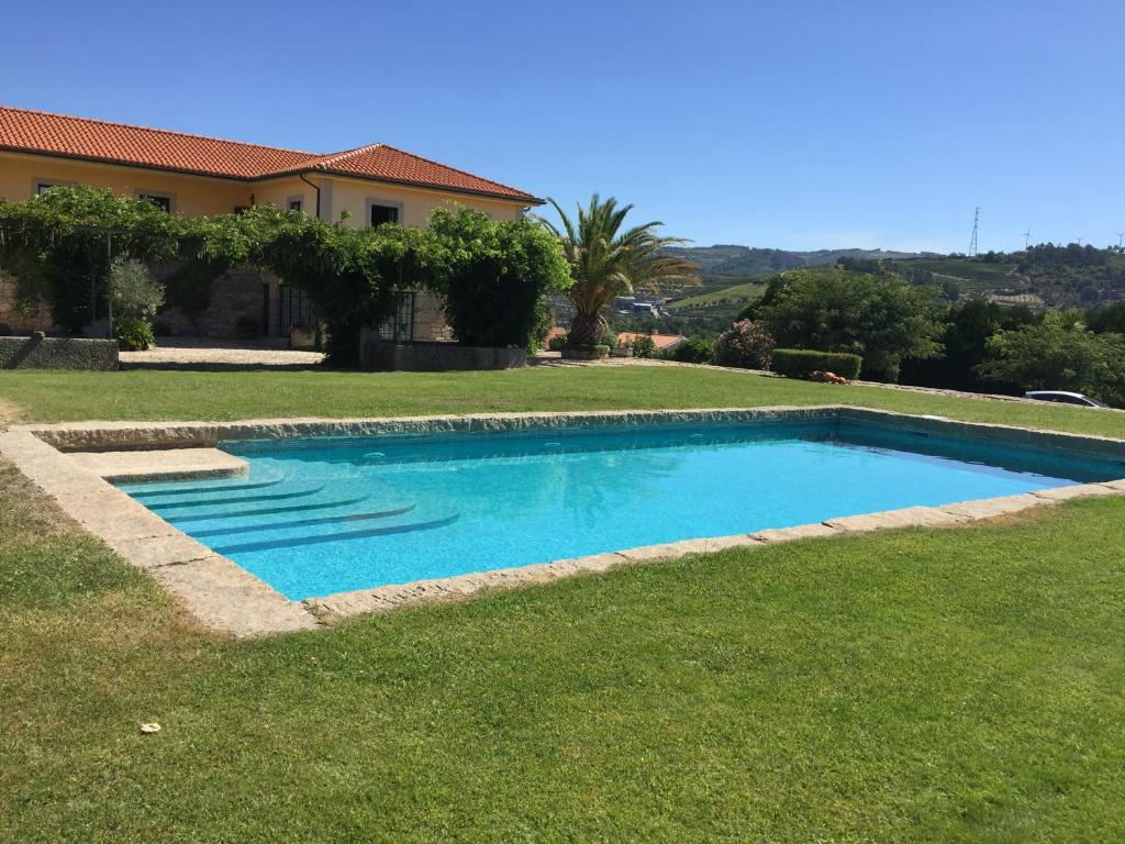 The swimming pool at or near Quinta da Vinha Morta