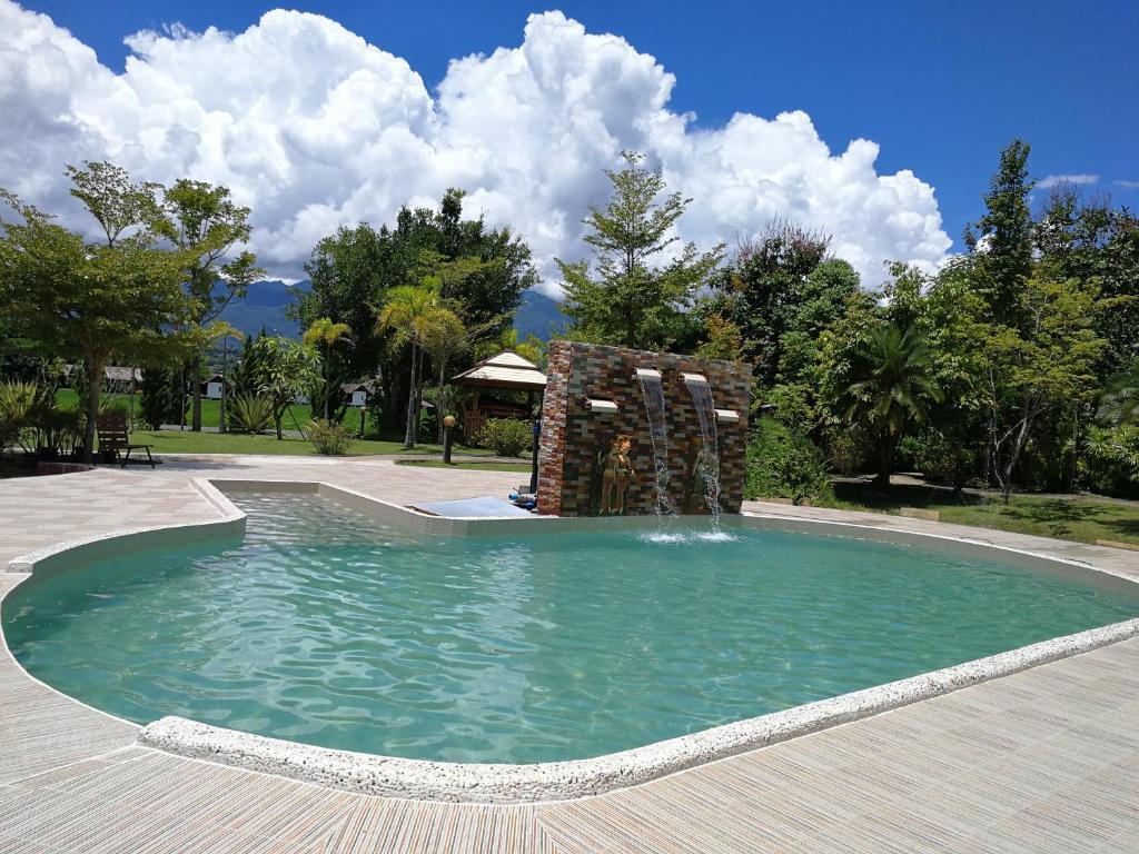 Het zwembad bij of vlak bij Pai My Guest Resort