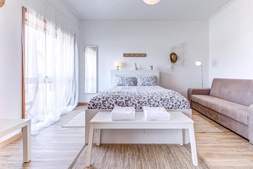 Uma cama ou camas num quarto em Home Sweet Home Aveiro