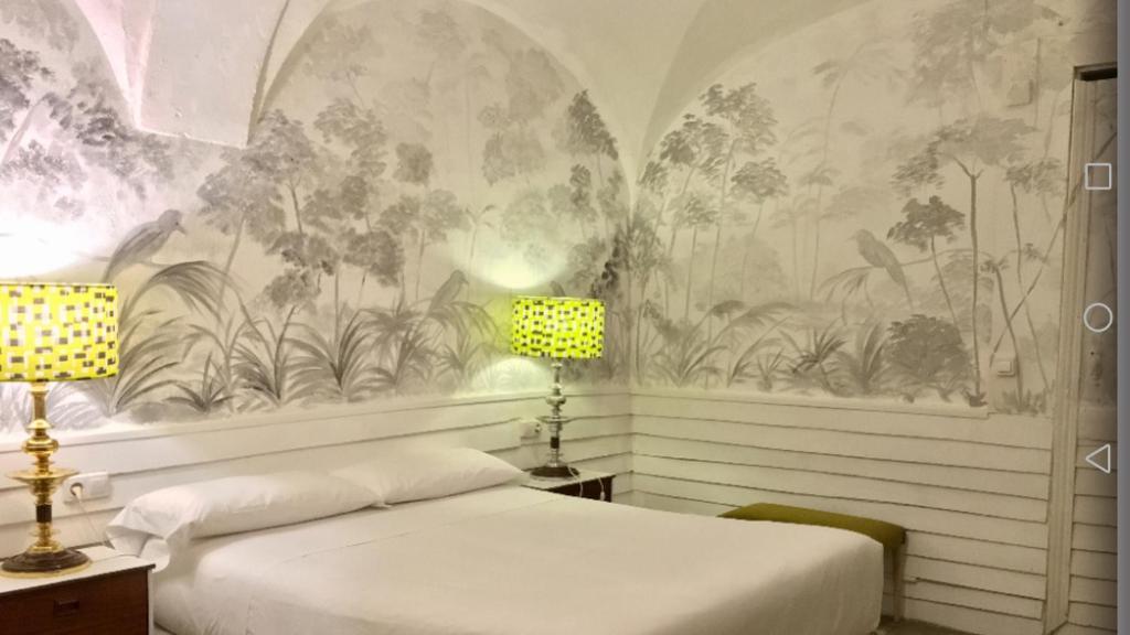 A bed or beds in a room at La Tierra Roja Apartamentos