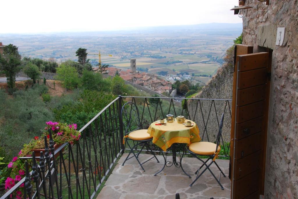 A balcony or terrace at La casina sulle Mura