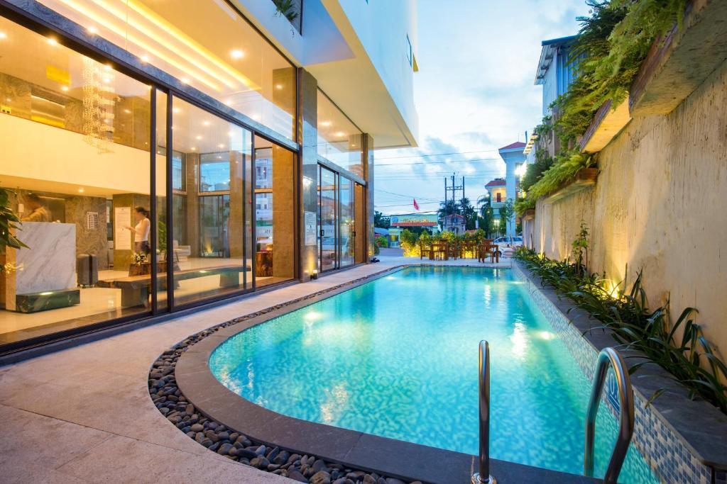 Бассейн в Gaia Hotel Phu Quoc или поблизости