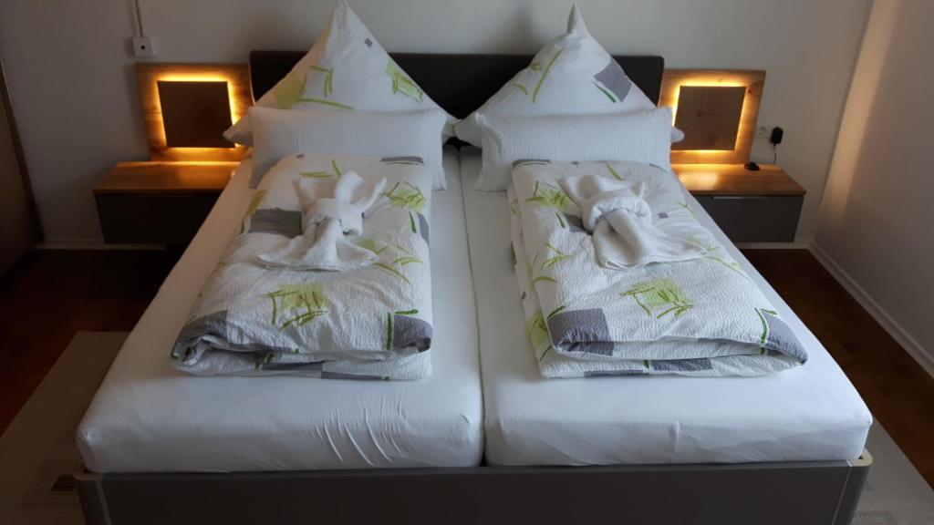 Ein Bett oder Betten in einem Zimmer der Unterkunft Ferienwohnung Shaki