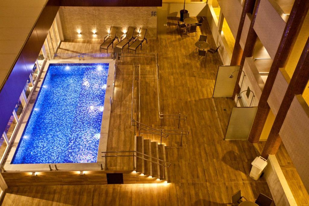Uma vista da piscina em ARCUS HOTEL Aracaju - antes COMFORT ou nos arredores