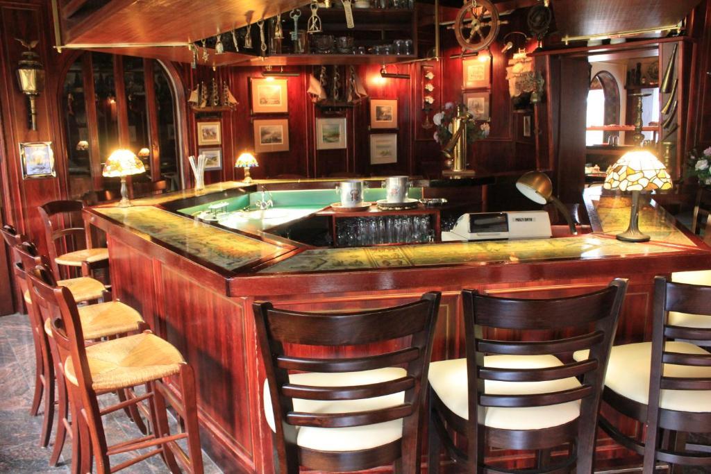 Lounge oder Bar in der Unterkunft Hotel Spahr