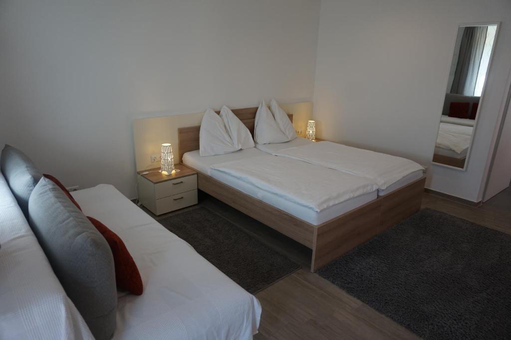 Ein Bett oder Betten in einem Zimmer der Unterkunft Gösserhof
