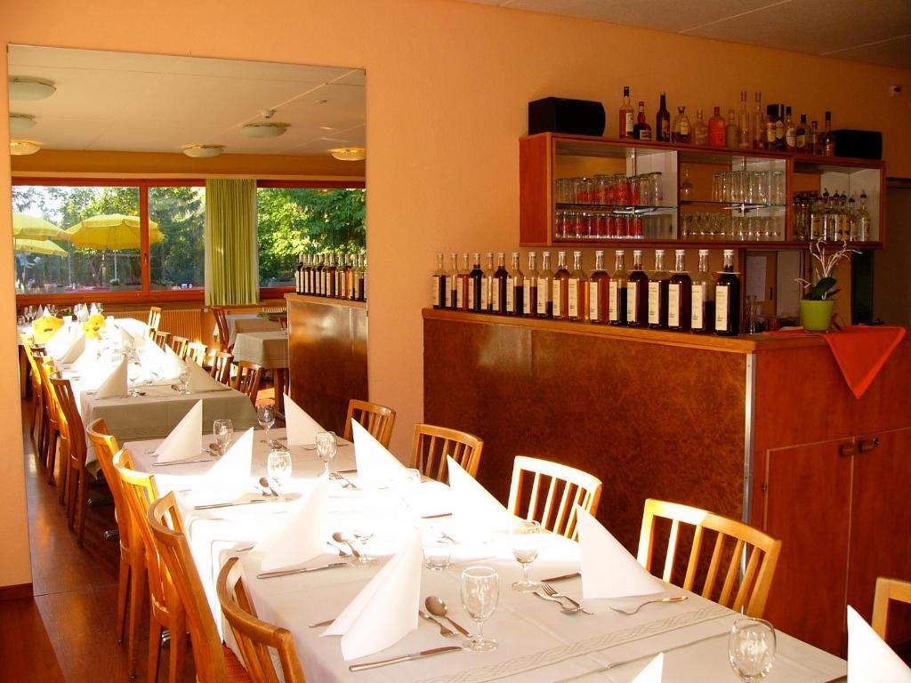 Ein Restaurant oder anderes Speiselokal in der Unterkunft Hotel Rigi Klösterli