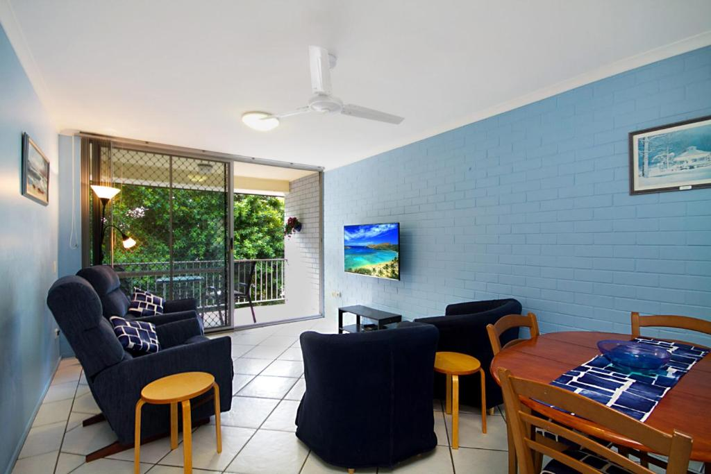 A seating area at White Caps Unit 7 - 400 Metres to Kirra Beach