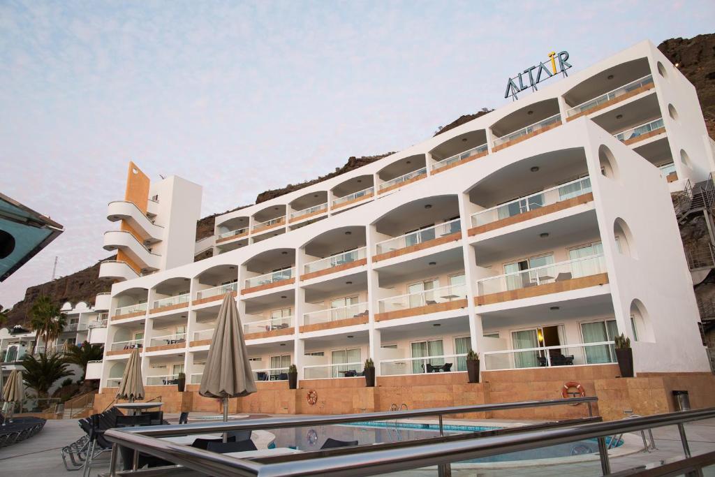 Apartamentos Cala DOr - Laterooms