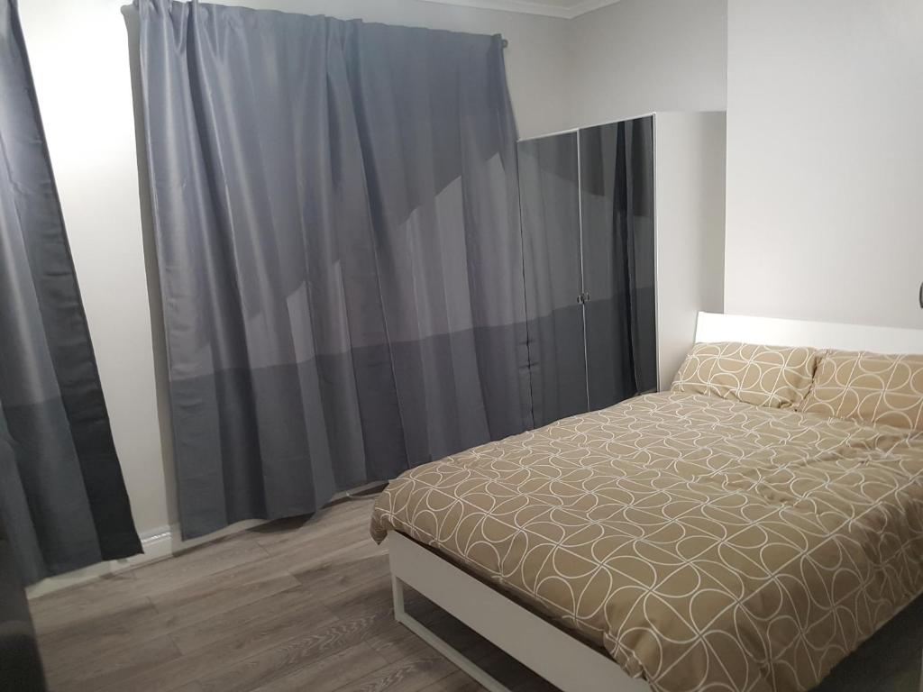 A bed or beds in a room at Court Road House