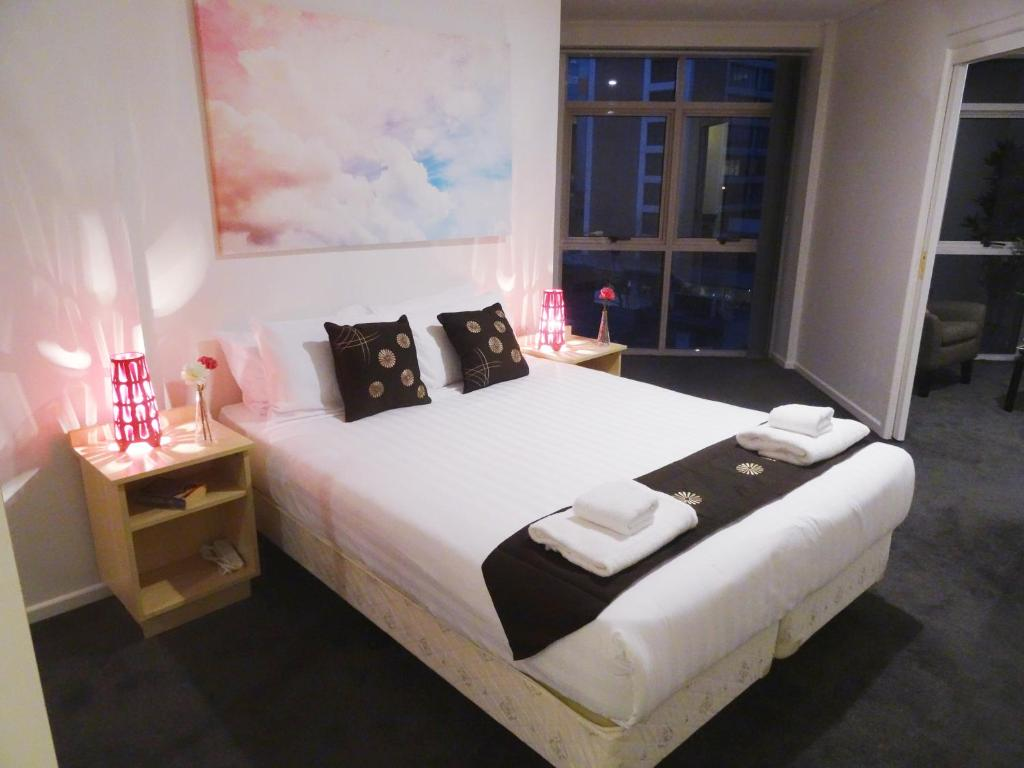 A bed or beds in a room at Corporate Stayz on Exhibition