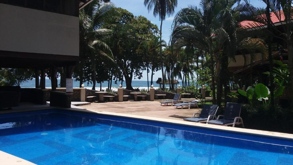 The swimming pool at or close to Perla Negra Beach Front Hotel
