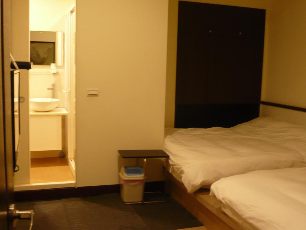 河岸溫泉民宿房間的床
