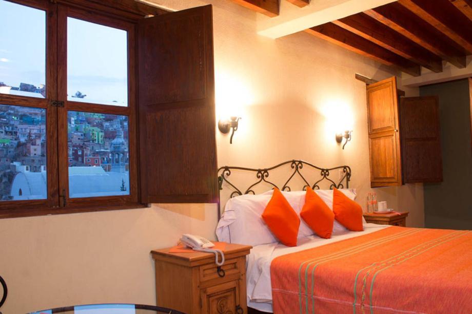 A bed or beds in a room at Hotel Antiguo Vapor Categoría Especial