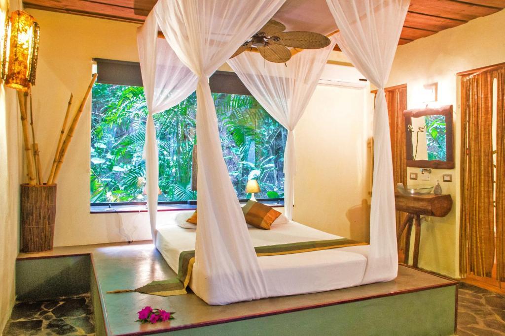 Een bed of bedden in een kamer bij Canaima Chill House