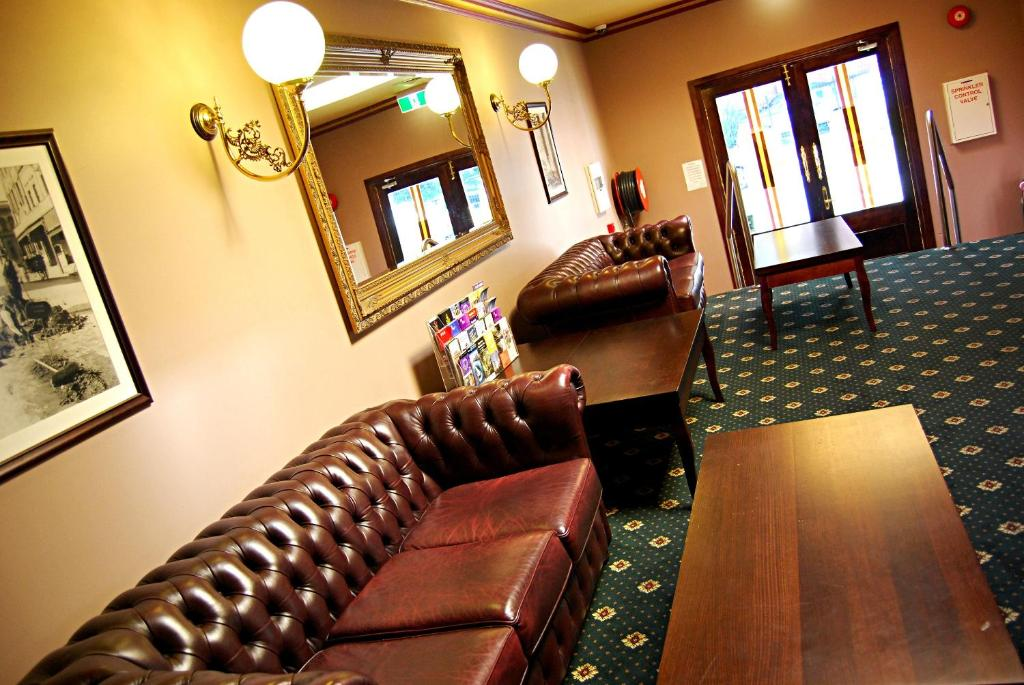 A seating area at The Glenferrie Hotel Hawthorn