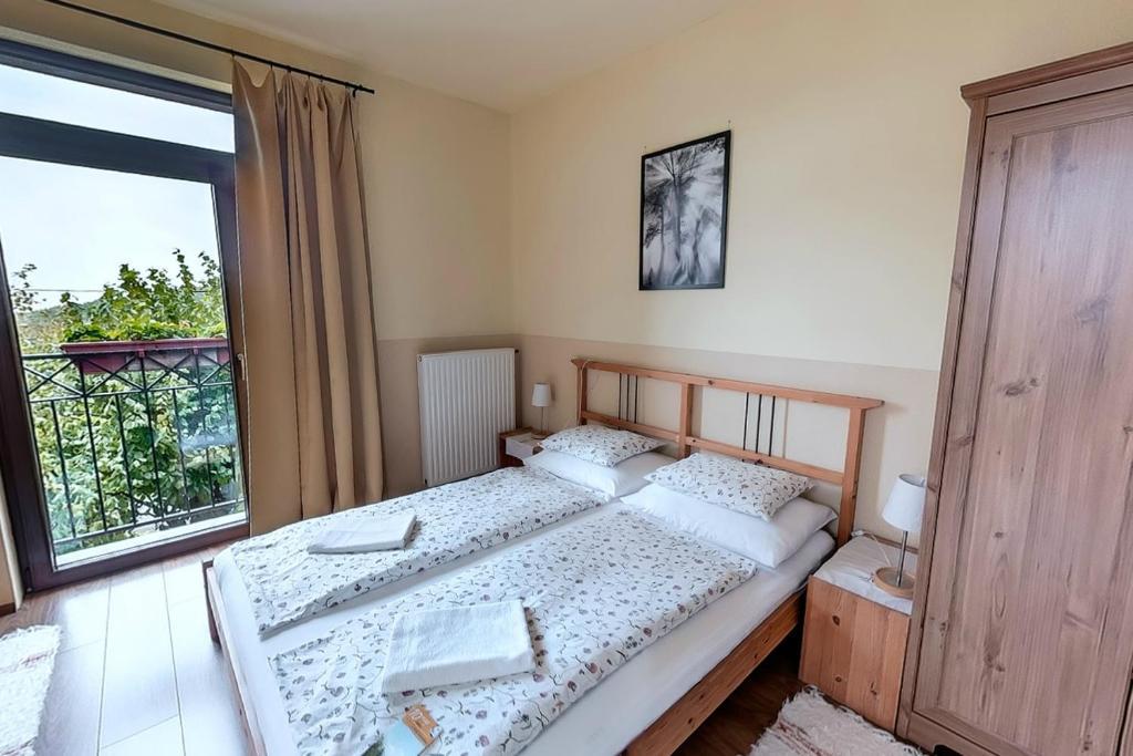 A bed or beds in a room at Kétkerék Vendégház