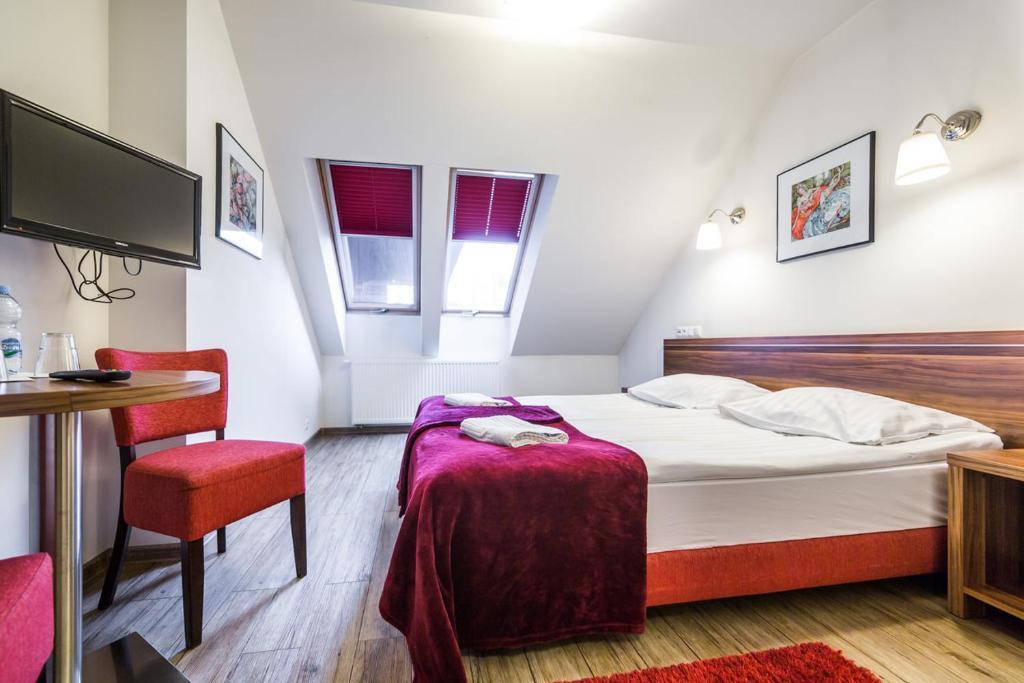 Кровать или кровати в номере Patio Zajazd