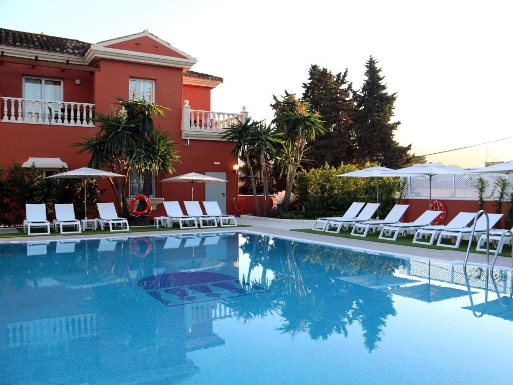 The swimming pool at or near Alborán Algeciras
