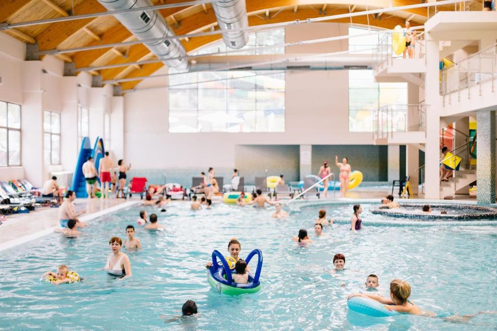 The swimming pool at or near Arsenal Park Transilvania