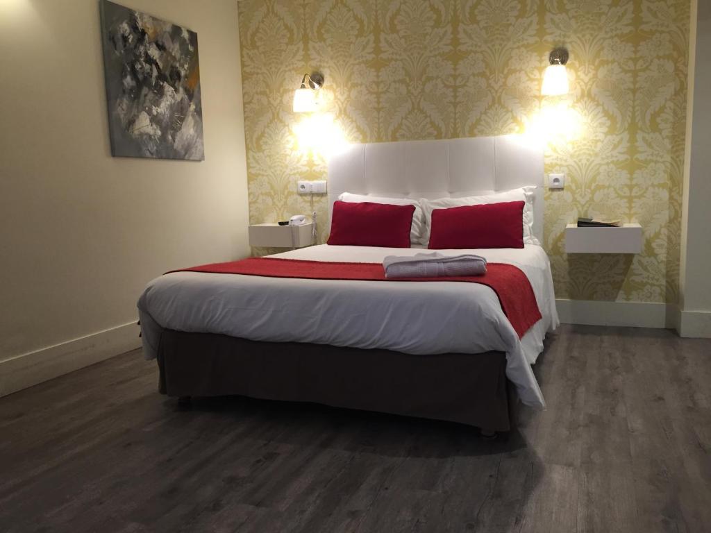 Un ou plusieurs lits dans un hébergement de l'établissement Hotel Dauphin
