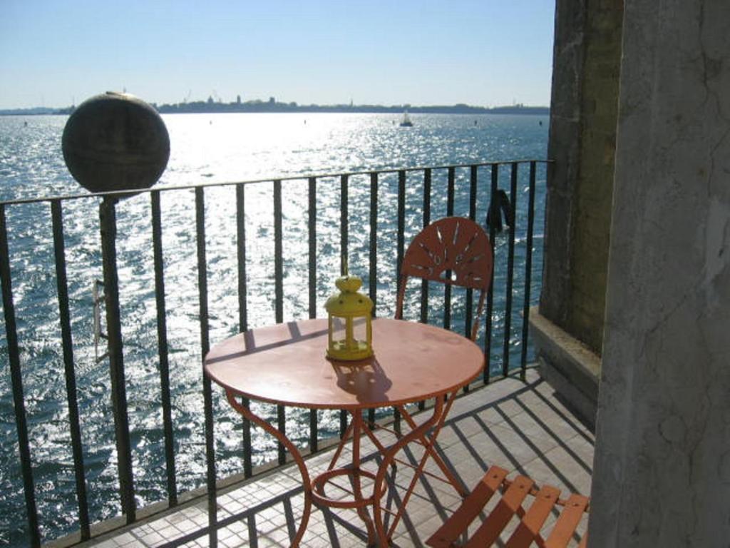 A balcony or terrace at Casa Sulla Laguna