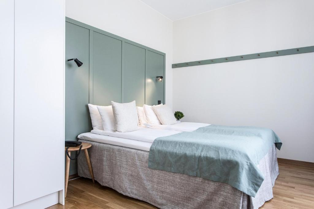 A bed or beds in a room at Biz Apartment Hammarby Sjöstad