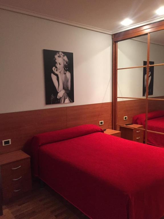 A bed or beds in a room at Pension Logroño