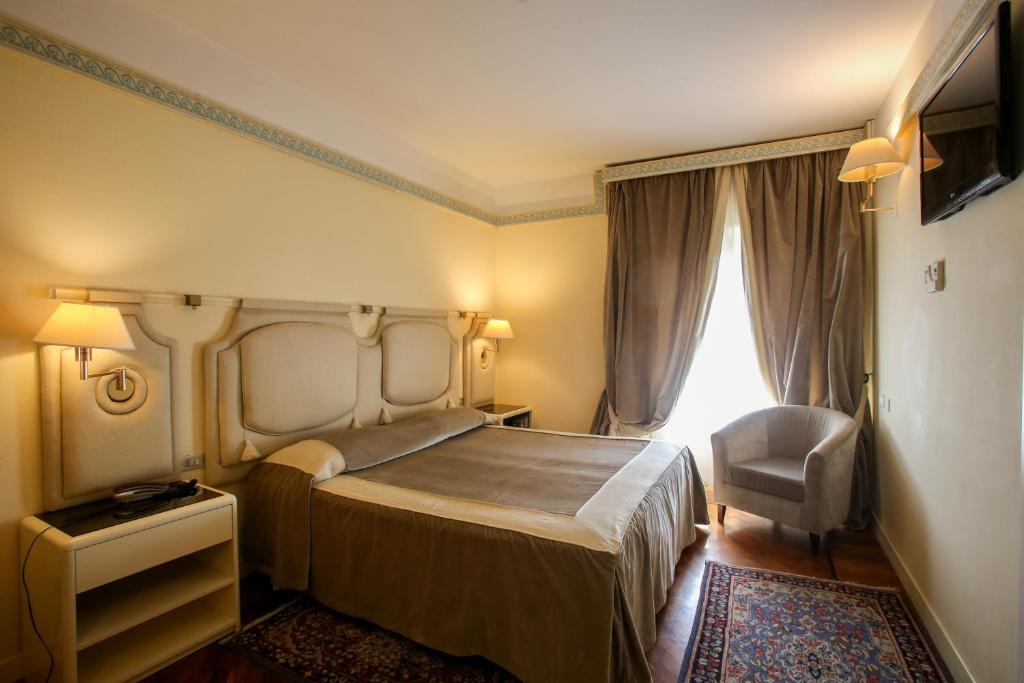 A bed or beds in a room at Grand Hotel Tettuccio