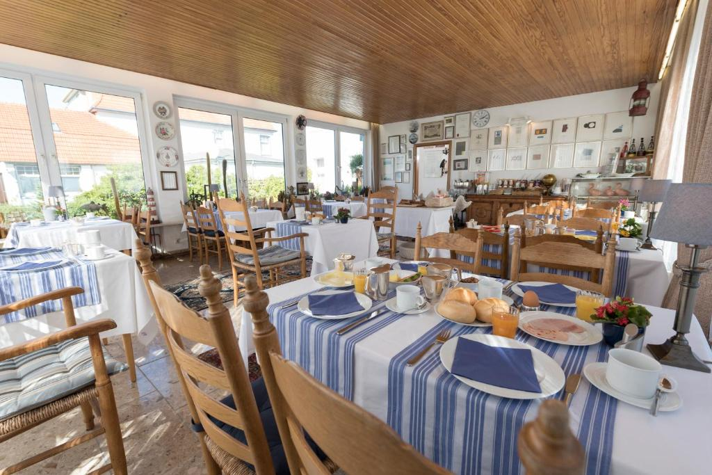 A restaurant or other place to eat at Atlantic Hotel Garni