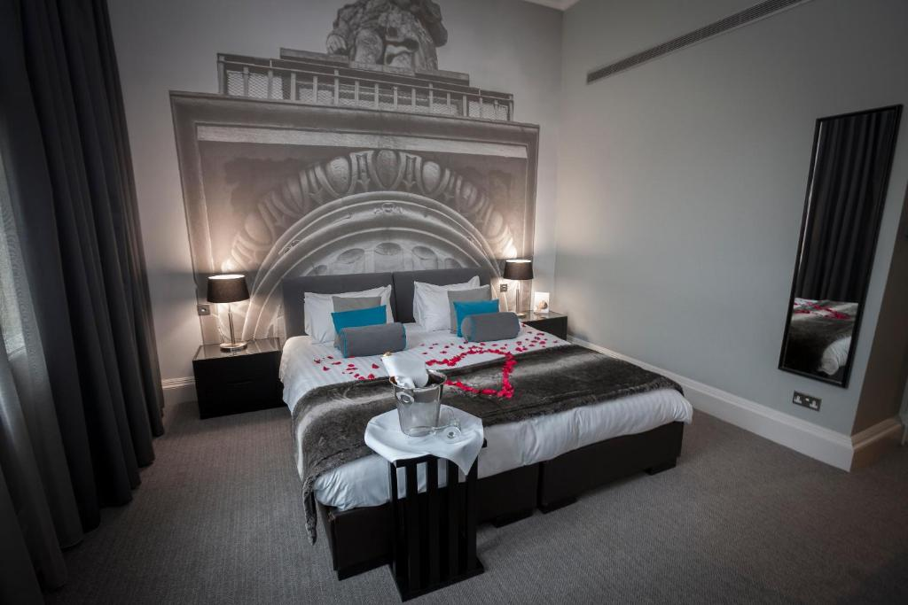 A bed or beds in a room at Grey Street Hotel
