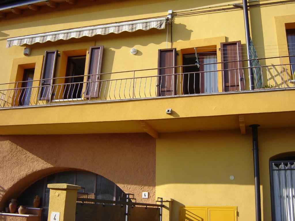 CASA DEL SOLE APPARTAMENTO N° 2 WHITE AND GOLD ROOM